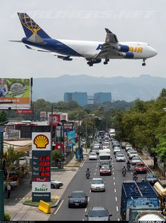 Plenty of traffic in Guatemala! Atlas Air, International Civil Aviation Organization, Countries In Central America, Airport Design, Cargo Aircraft, Air Photo, Cargo Airlines, Aurora, Boeing 747