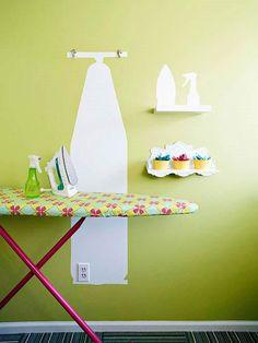 A lavanderia também merece decoração. Uma boa reforma na tábua de passar, já da uma cara nova pra esse cantinho da casa.