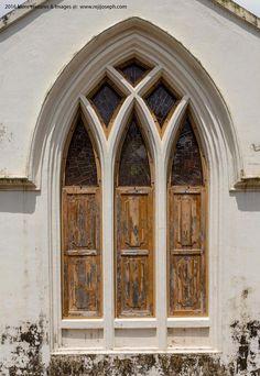 St.-John's-Anglican-Church-altar-window,-Thalassery-001