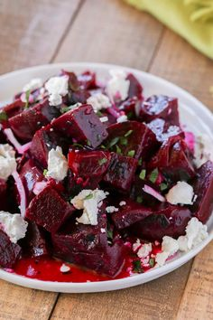 Beet Salad with Goat Cheese – Cooking Made Healthy Roasted Beet Salad with Goat Cheese and a delicious yet easy lemon vinaigrette with sliced red onions and salty feta cheese is Weight Watchers friendly with just 2 smart points per serving. Beet Salad With Feta, Roasted Beet Salad, Beet Salad Recipes, Roasted Beets Recipe, Beet And Goat Cheese, Goat Cheese Recipes, Appetizers With Goat Cheese, Chicken And Goat Cheese Recipe, Easy Soup Recipes