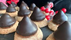 Foto: Marit Hegle Christmas Trees For Kids, Christmas Colors, Sarah Bernard, Marshmallow Slice, Christmas Coloring Pages, Bakery, Cheesecake, Food And Drink, Pudding