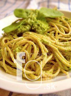 Celozrnné špagety so špenátovým pestom Fall Dinner Recipes, Fall Recipes, Cooking Recipes, Healthy Recipes, What To Cook, Workout Programs, Pesto, Spaghetti, Food And Drink
