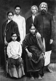 Family, Tamil Nadu - 4 He grew a moustache, wore a long coat. Life Quotes Pictures, God Pictures, Om Namah Shivaya, Freedom Fighters Of India, Tamil Language, Devotional Songs, India Culture, Vintage India, Famous Books