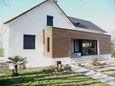 en longeant la façade (coté salon) Garage Extension, House Extension Design, Extension Designs, Cedar Cladding, House Cladding, Bungalow Extensions, House Extensions, Architecture Renovation, Architecture Design