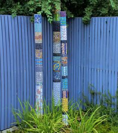 Mosaic Garden Totem Trio Garden totems can be made of glass, of ceramic or pottery, of mosaic or wood. They can be DIY or store-bought. But what exactly is a garden totem? Mosaic Garden Art, Mosaic Art, Mosaic Glass, Mosaic Tiles, Glass Art, Glass Ceramic, Pebble Mosaic, Stained Glass, Mosaic Crafts