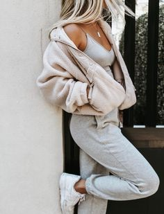 Cute Lounge Outfits, Cute Lazy Outfits, Stylish Outfits, Casual Comfy Outfits, Comfy College Outfit, Cute Outfits With Sweatpants, Comfy School Outfits, Cute College Outfits, Everyday Casual Outfits