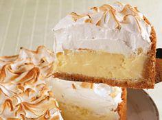 Torta de limão - Veja como fazer em: http://cybercook.com.br/receita-de-torta-de-limao-r-7-17311.html?pinterest-rec