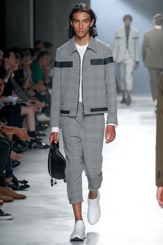 See the complete Neil Barrett Spring 2018 Menswear collection.   mensfashontips 89c7f9ba6