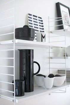 White String shelf with a black vacuum jug and a creamer by Stelton via Nordic Days. Decor, Room Remodeling, Living Room Designs, Interior, Modern Furniture Living Room, Living Room Remodel, Home Decor, House Interior, Interior Trend