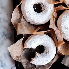 Gluten-Free Powdered Cake Doughnuts-I made these for breakfast this morning after making regular donuts for the family. These turned out flat and not donut like for some reason. The flavor was great but would like to figure out what the problem was Gluten Free Recipes For Breakfast, Gluten Free Sweets, Gluten Free Breakfasts, Gluten Free Cakes, Gluten Free Baking, Vegan Gluten Free, Dairy Free, Grain Free, Paleo