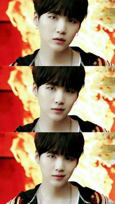 ♥ Min Yoongi this smirk ♥ I am dead💋💋💋 Bts Boys, Bts Bangtan Boy, Jimin, Agust D, Min Yoongi Bts, Min Suga, Daegu, Mixtape, Choses Cool