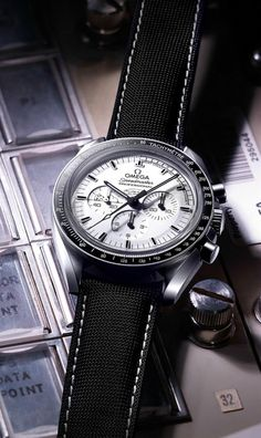 Basel 2015 - Omega Speedmaster Moonwatch Professionnal Silver Snoopy Award