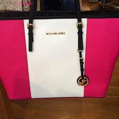 Michael Kors Handbags Outlet just need $76.88 on this website http://michaekkordf.blogspot.com/