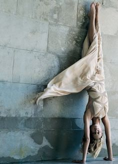 We love this yoga handstand addicted2fashion sunday kind of love