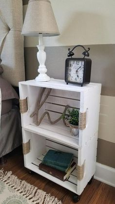 DIY Crate Shelf on Casters - Diy furniture design Crate Nightstand, Crate Furniture, Furniture Projects, Furniture Design, Nightstand Ideas, Cheap Furniture, Rustic Furniture, Bedside Tables, Antique Furniture
