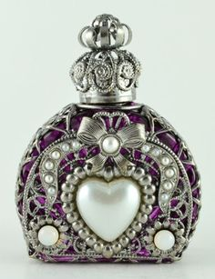 Vintage-Handmade-Silver-Tone-Filigree-Perfume-Bottle-Purple-Glass-Heart-Stone I must stop saving these beautiful bottles but can't get away from them🙏🏻💟🌸 Antique Perfume Bottles, Vintage Perfume Bottles, Perfumes Vintage, Beautiful Perfume, Bottles And Jars, Glass Bottles, Purple Glass, Bottle Art, Handmade Silver