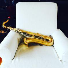 Sentadito se quedó   Preciosa #foto de nuestra K-26 durante un trepidante #crucero!  Te animas a probar algo #diferente? Te animas a probar algo #mejor? Pásate por la #egrstore elige modelito y codicie nuestro 25% de #descuento hasta el 31 de #Mayo  www.egrstore.com  #Sax #saxo #oro #gold #tenorsax #saxofon #tenorsaxophone #ligature #egr #funny