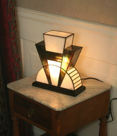 Lampe Art Deco, Art Deco Lamps, Tiffany Stained Glass, Stained Glass Lamps, Tiffany Art, Tiffany Lamps, Glitch, Purple Streaks, Touch Of Gray