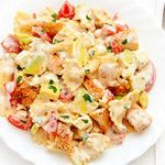 Chicken Feta Cheese Pasta Salad with avocados, tomatoes and creamy dressing; incredibly good lunch or picnic dish; better than deli salad! Salad Recipes Video, Pasta Salad Recipes, Healthy Salad Recipes, Easy Recipes, Pesto, Yogurt, Lemon Garlic Pasta, Homemade Enchilada Sauce, Salad Dressing Recipes