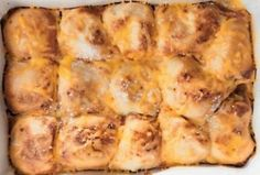 Biltong, mushroom and feta pap tert Tomato Chilli Jam, Best Summer Salads, Malva Pudding, Easy Weekday Meals, Biltong, Stuffed Mushrooms, Stuffed Peppers, Slice Of Bread, Easy Cooking