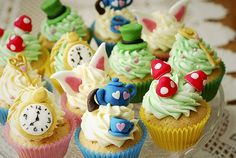 Alice in Wonderland themed cupcakes from the ever excellent @Katie Ringel