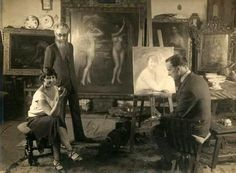 Julio Romero de Torres en su estudio con una modelo y Ramón del Valle Inclán