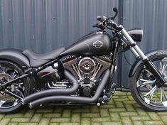 Custom Paint Motorcycle, Custom Motorcycle Helmets, Motorcycle Types, Motorcycle Travel, Bobber Motorcycle, Motorcycle Design, Bike Design, Custom Street Bikes, Custom Bikes