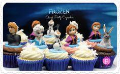 Disney's Frozen Oscar Party Cupcakes by Fernanda Abarca Cakes. Disney Frozen Party, Disney Frozen Cupcakes, Frozen Fondant, Frozen Cupcake Toppers, Frozen Theme Cake, Frozen Birthday, Bolo Frozen, Frozen 2, Frozen Stuff