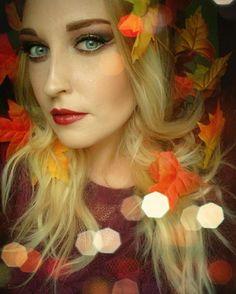 Habt ihr schon meinen aktuellen Beitrag auf meinem Blog gesehen? Dort begrüße ich den goldenen Herbst mit einem glitzernden Look. Den Link dazu findet ihr, wie immer, in der Bio. 👆👆👆 #beauty #beautyblogger #beautyblog #makeup #makeuplook #lidschatten #blog #blogging #bblogger #blogger_de #instabeauty #beautyblogger_de #instalike #instamakeup #selfie #motd #germanbeautyblogger #bblogger_de #blueeyes #blondehair #herbst #autumn #gold #golden #fall