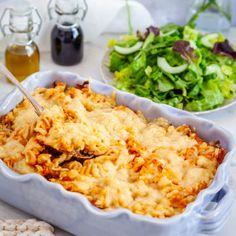Snabb pastagratäng med färs och pesto - Recept - Tasteline.com Vegan Vegetarian, Vegetarian Recipes, Dinner With Friends, Fusilli, Pesto Pasta, Creme Fraiche, Risotto, Macaroni And Cheese, Casserole