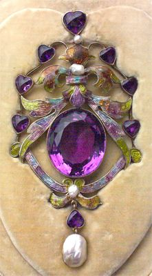 The Heart Pendant. A large & important Jewel in the Pre-Raphaelite style. Gilded silver, amethyst, enamel & pearl. English. Circa 1890 | JV