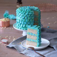 Mermaid Birthday Cake Super moist vanilla cake with white chocolate buttercream. Little Mermaid Birthday Cake, Little Mermaid Cakes, Themed Birthday Cakes, Themed Cakes, Birthday Memes, Birthday Parties, Cakes To Make, How To Make Cake, Funfetti Kuchen