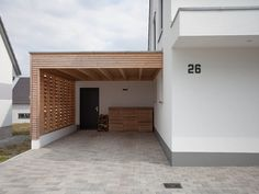 How much does a carport cost?-Was kostet ein Carport? A carport is cheaper than a garage and still offers protection to the car. The cost of a carport depends on the material and the design. Homify offers a first orientation. Carport Garage, Garage Doors, Garage Walls, Garage Flooring, Garage Workbench, Easy Garage Storage, Garage Storage Solutions, Carport With Storage, Patio Design