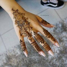 Finger work by Nurahshenna