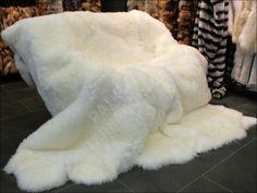 www.master-furrier.com media image 15 f6 52 2012_04_26_07-26-54-2-319-lamb-blanket-white.jpg