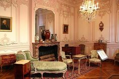 MUSÉE CARNAVALET PARIS Former home of Madame de Sevigny, French writer known for her letters to her daughter describing life during the reign of Louis XIV. Louis Xiv, French Revolution Painting, Wood Bedroom, Bedroom Furniture, Fainting Couch, Musee Carnavalet, Wolf, French Furniture, French Interiors
