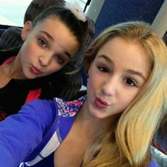 Kendall and Chloe of Dance Moms Dance Moms Kendall, Chloe Kendall, Dance Moms Chloe, Kendall K Vertes, Dance Moms Girls, Mom Selfies, Paige Hyland, Chloe Lukasiak, Girls Together