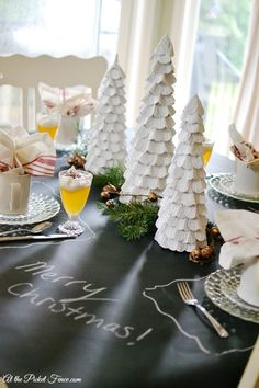 Christmas brunch or breakfast tablescape from atthepicketfence.com