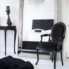 that black headboard! the chandelier! i love it :) bedroom decor. that black headboard! the chandelier! Decor Room, Room Decorations, Decoration Bedroom, Black White Rooms, Bedroom Black, Monochrome Bedroom, Black Bedrooms, French Bedrooms, White Rug