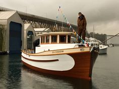 Ocean Fishing Boats, Canoe Boat, Yacht Boat, Old Boats, Small Boats, Boat Props, Runabout Boat, Classic Wooden Boats, Classic Yachts