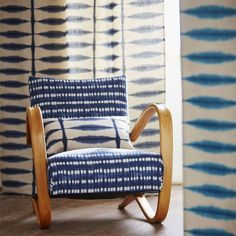Lovely use of shibori dyed upholstery (and lovely chair! post: 17 Beautiful Decorative Uses of Shibori Indigo Patterns. via decoist Cheap Office Decor, Cheap Home Decor, Scion Fabric, Chair Upholstery, Upholstery Cleaning, Chair Fabric, Curtain Fabric, Chair Cushions, Home Decor Signs