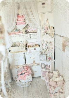 """* Schlaflos in NRW *: Where Bloggers Create Party:  The boxes contain lotsa bear furs, fabrics and unfinished projects. I also stock my shop items and """"not-so-decoratives"""" in there."""