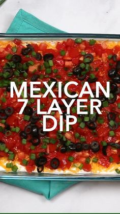 This easy Mexican 7 Layer Dip is the perfect dip recipe for a crowd! This game day dip can be made ahead of time and ser Mexican Dinner Party, Dinner Party Appetizers, Mexican Food For Party, Appetizers Easy Cold, Mexican Picnic, Easy Party Food, Party Food Sides, Cold Party Food, Party Food Platters