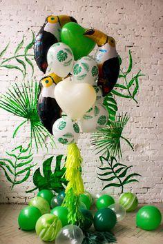 Зелено бело пальмовая печать и большая фольга тукана шары фотозона идея |green white palm print and big foil toucan balloons photozone ideas