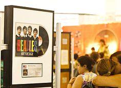 """Para homenagear uma das bandas mais influentes da história do rock'n'roll que o Shopping SP Market recebe, no mês de fevereiro, o """"The BeatleWEEK Brasil 2012"""". A exposição que fica aberta ao público até dia 26, com entrada Catraca Livre."""