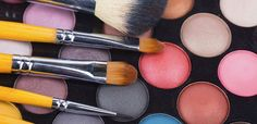 How to apply your #makeup like a #celebrity #makeup artist http://sixtyandme.com/how-to-apply-your-makeup-like-a-celebrity-makeup-artist/