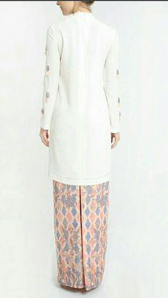 Batik Fashion, Hijab Fashion, Fashion Dresses, Women's Fashion, Batik Kebaya, Traditional Clothes, Kaftans, Dress Styles, Wedding Things