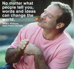 Non importa cosa dica la gente, le parole e le idee possono cambiare il mondo.  Robin Williams Carpe diem