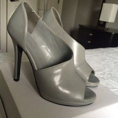Gray Aldo heels Gray Aldo heels with a cute side cute! Front looks perfect the back heel has little scratches! Very stylish loved wearing them with outfits;) ALDO Shoes Heels
