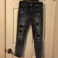 "American Eagle High Rise Skinny Jegging Great condition . Inseam 25 1/2 "" . Could possibly fit a 10 because of the stretch . Size 8 ShortTrades American Eagle Outfitters Pants Skinny"